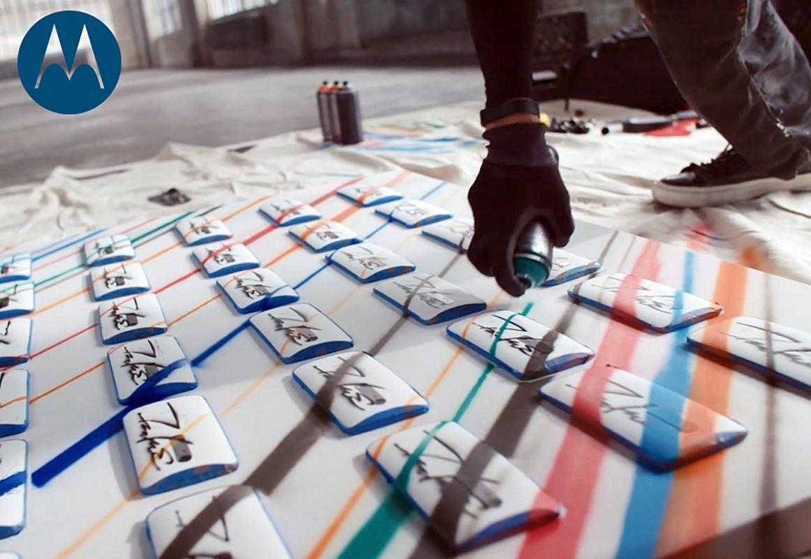 Des Moto X Pure pour des graffitis de Futura.