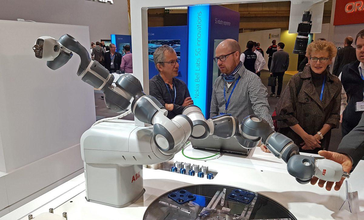 Un robot d'ABB destiné à être connecté en 5G sur les antennes de Nokia.